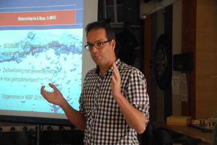 Bart van de Ven, locatiemanager bij RWZI, gaf vooraf een presentatie.