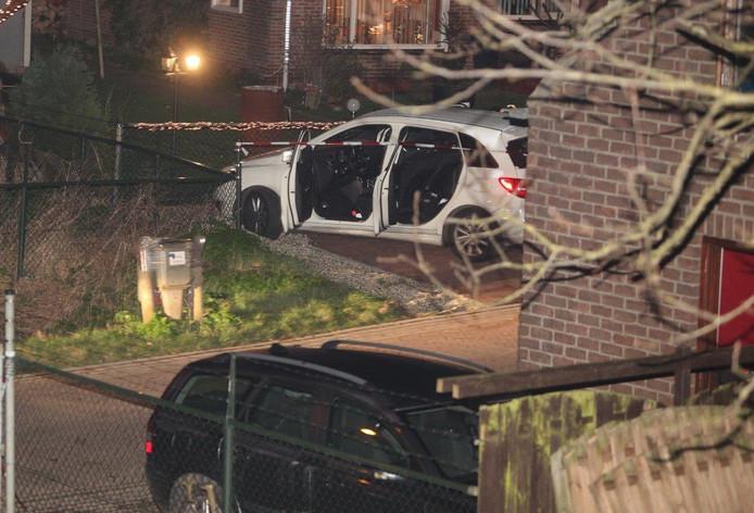 De auto van de slachtoffers belandde in Hoenzadriel tegen een tuinhek.