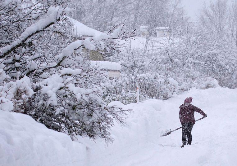Ook een dik pak sneeuw in Siegsdorf, Beieren. Beeld EPA