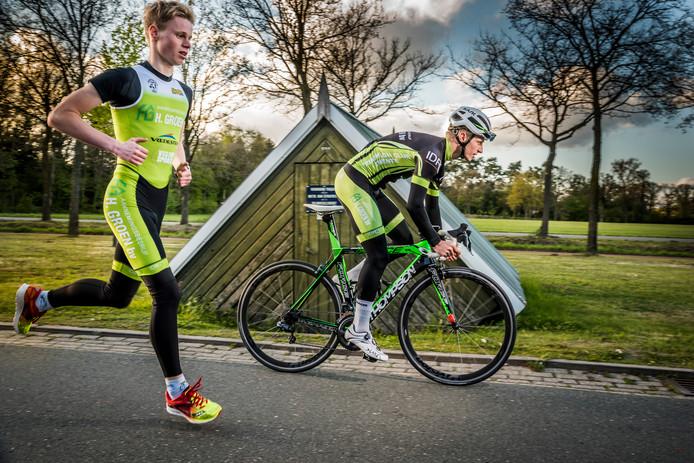Stijn Jansen (links) en Niels te Pas op een archieffoto tijdens een training.
