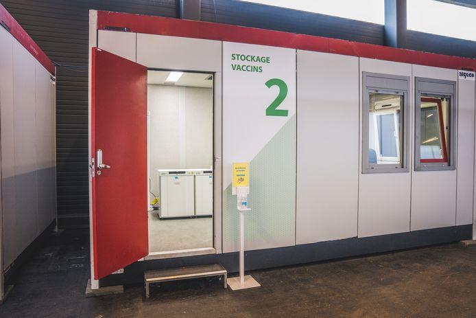 De vaccins worden in Flanders Expo zelf bewaard, in diepvriezers in een aparte container.