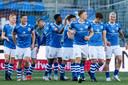 Tweevoudig doelpuntenmaker Sebastiaan van Bakel, Steven van der Heijden, Romano Postema, Kevin Felida, Jorn van Hedel, Junior van der Velden, Frank Sturing en Jizz Hornkamp (van links naar rechts) vieren de 1-0 van Van der Velden.