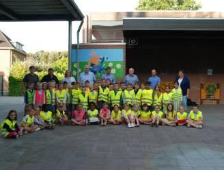 Pittemse schoolkinderen krijgen gratis fluohesjes van gemeente