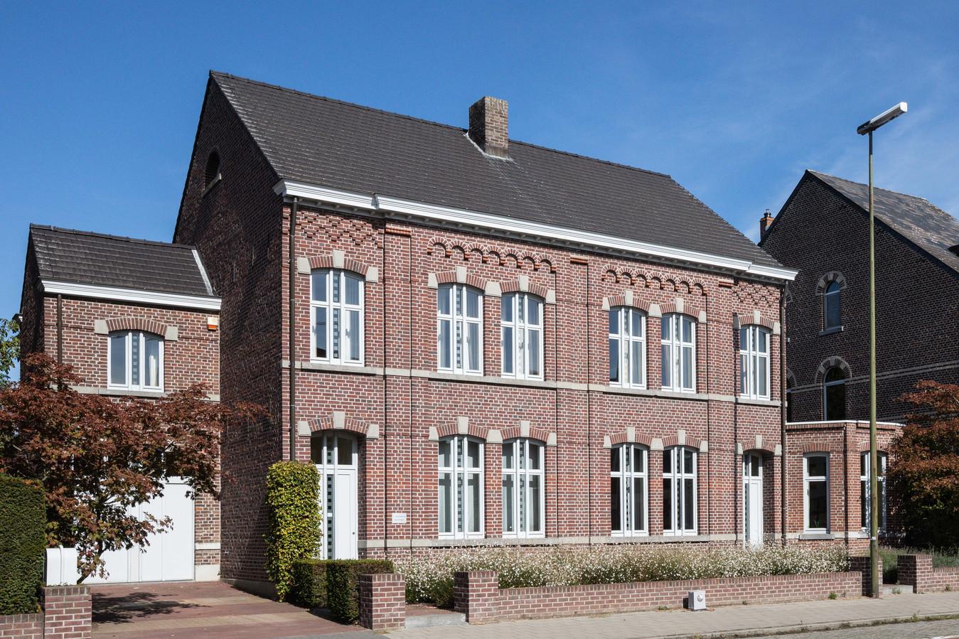 Dit pand uit het einde van de 19de eeuw kan omgevormd worden naar twee woningen.