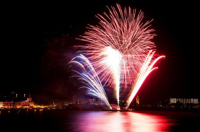 Er zijn vaker vuurwerkshows op het drierivierenpunt geweest, bijvoorbeeld op 5 mei en Koningsdag.