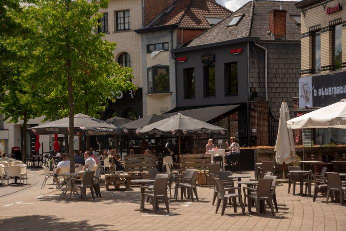 De Markt is deels verkeersvrij en dat zorgt voor grotere terrassen.