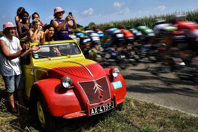 Frans minister van Sport Roxana Maracineanu kan zich geen Tour de France voorstellen zonder publiek. Beeld AFP