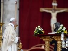 Les reliques de Saint-Pierre exposées pour la première fois à la foule