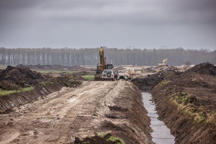 Havenbedrijf Moerdijk is langs de A17 druk bezig met de voorbereidingen voor het Logistiek Park Moerdijk. Het LPM beslaat straks een kleine 150 hectare