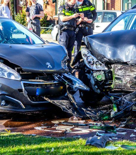 Bestuurder naar het ziekenhuis na ongeluk op Frans Lebretlaan