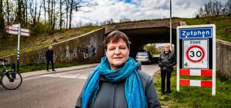 Omwonenden zelf in actie om vervallen tunnel in Zutphen op te knappen: 'We voelen ons er nu niet veilig'