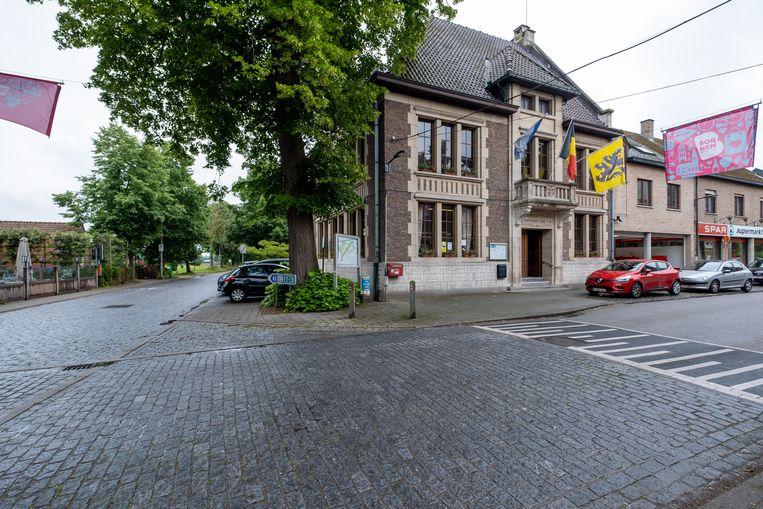 Het oud gemeentehuis van Hingene zal in de toekomst niet meer gebruikt worden.