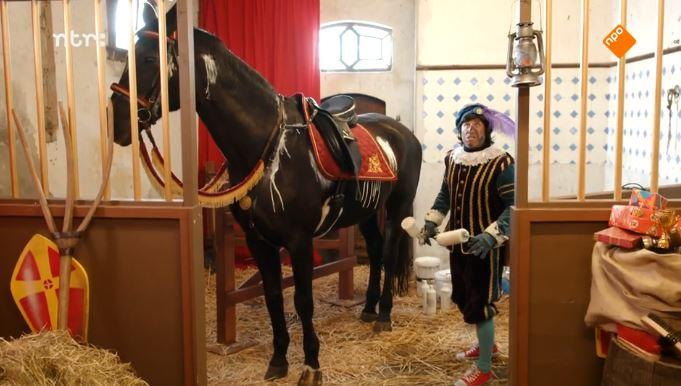Paardenpiet verfde Ozosnel wit.
