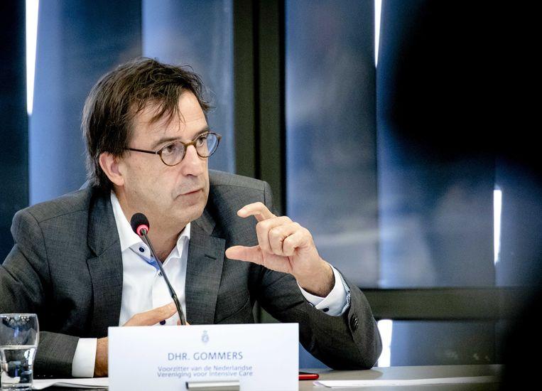Gommers praat de Tweede Kamer bij over de ontwikkelingen rond het coronavirus. Beeld ANP