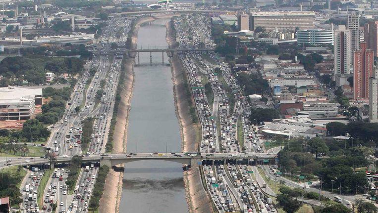 Door de belastingvrijstelling op auto's en motorfietsen groeide het wagenpark in Brazilië spectaculair aan. Beeld REUTERS