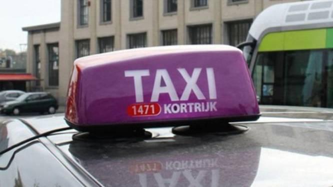 Taxisector krijgt 10 tot 30 euro voor ritje naar vaccinatiecentrum Vaxpo