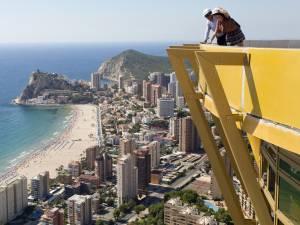 La plus haute tour résidentielle d'Europe est enfin terminée: la piscine du 46e étage offre une vue spectaculaire sur Benidorm