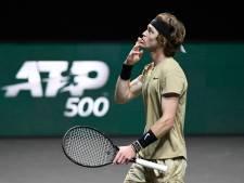 Roeblev te sterk voor Tsitsipas en treft Fucsovics in finale ATP Rotterdam