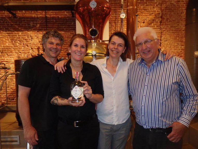De distilleerders van Wynand Fockink: Peter van 't Zelfde, Monique ten Kortenaar, Joyce Keuker en Piet van Leijenhorst. Zij die het allemaal mogelijk maken. Beeld Schuim