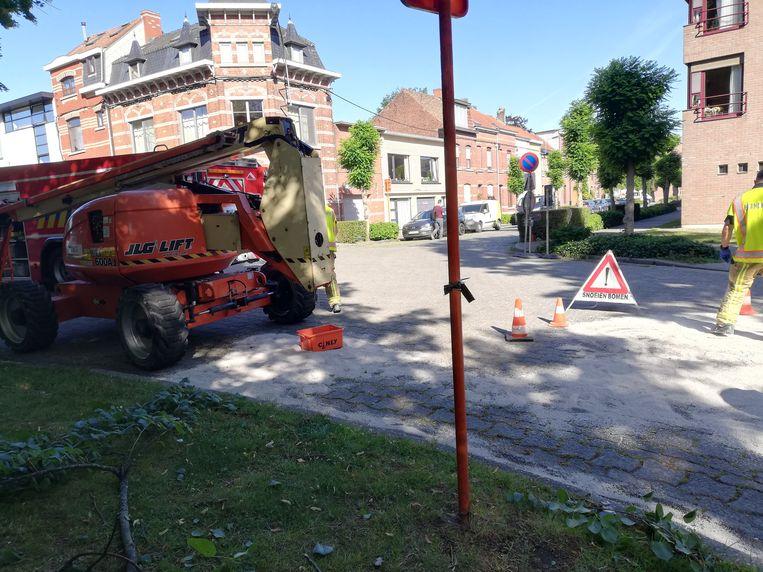 De kapotte machine aan de Sint-Janskerk