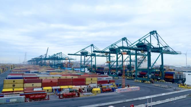 Acht bemanningsleden van containerschip in quarantaine na coronabesmetting