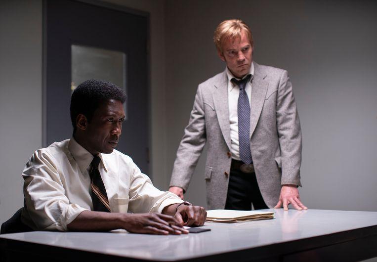Mahershala Ali als Wayne Hays (links) en Stephen Dorff als Roland West. Beeld Warrick Page