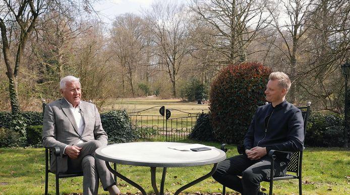 Patrick Lefevere in gesprek met Stijn Vlaeminck.
