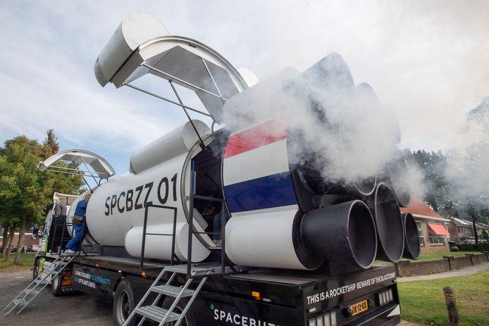 Andre Kuipers is met zijn Spacebuzz te gast in Glanerbrug.