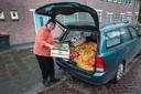 Nadat haar SRV-wagen door zijn hoeven was gezakt, ging Tonny Steenis met haar personenwagen in Tilburg 'de boer op'.