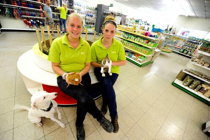 Pets&Co in Goor kreeg drie jaar geleden nieuwe ondernemers en die houden de zaak gewoon open.