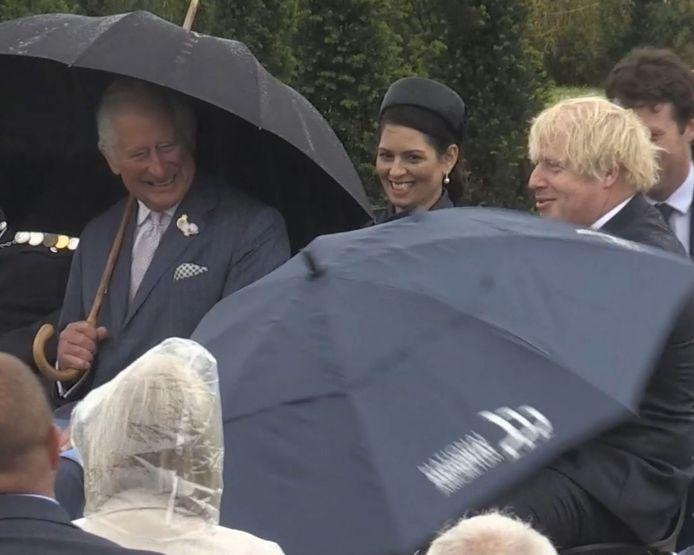 Il serait normal de penser que Boris Johnson, qui vit en Angleterre, est habitué à se protéger de la pluie. Et pourtant...