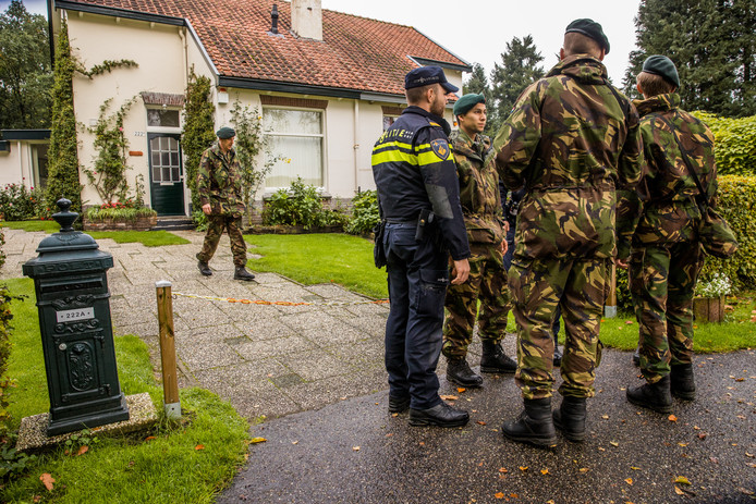 Het leger, de Mobiele Eenheid, het Rode Kruis, vrijwilligers en familie kammen het gebied uit rond de geestelijke forensisch psychiatrische kliniek Altrecht Aventurijn.