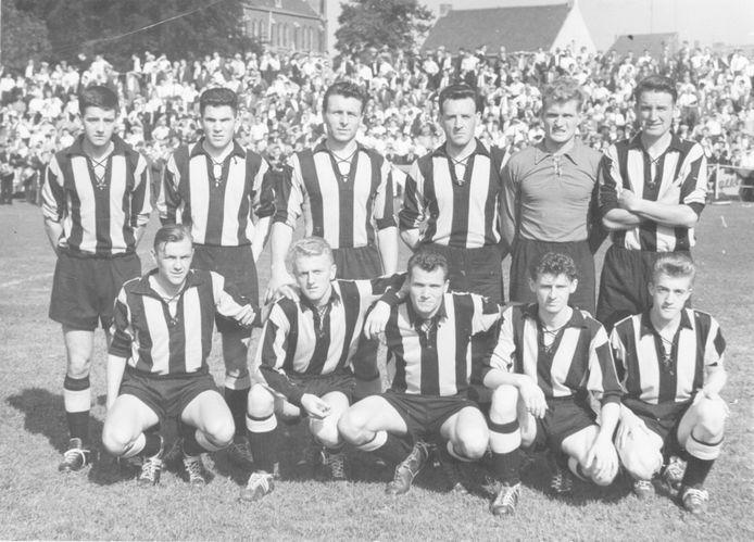 De kampioenenploeg van 1960.