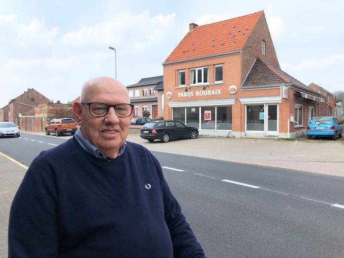 Zoon Georges Claes (junior) aan het café dat werd opgericht door zijn vader.