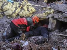 Wonder na aardbeving Turkije: moeder en baby na 28 uur levend uit puin gehaald