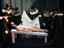 Balletpakje van Margriet en spitzen van Alexandra Radius te koop bij grote veiling van Introdans