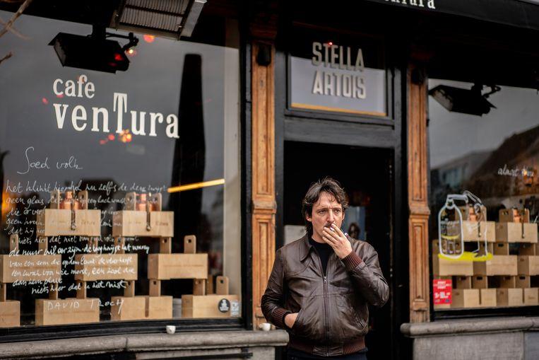 Cafébaas Lino Van Reeth in café Ventura op de Vrijdagsmarkt in Gent. Beeld Wouter Van Vooren