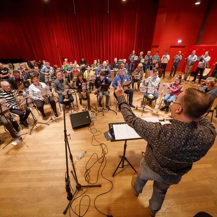 Valley Sound Big Band gaf een workshop voor muzikanten die noten kunnen lezen en spelen. Aan het eind van de dag is een eindconcert met de VSBB voor familie en vrienden gegeven.  Foto: Pix4Profs/Marcel Otterspeer -