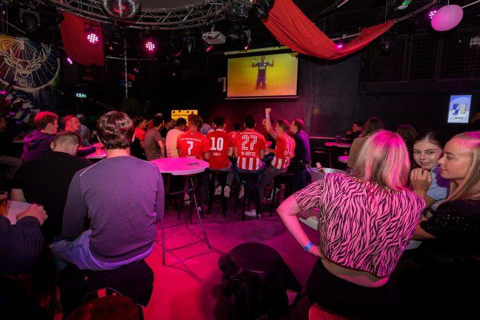 PSV rekende gisteren met 0-4 af met Ajax in de strijd om de Johan Cruijff Schaal. In Cafe 't Lempke werd het eerste doelpunt van de wedstrijd ingetogen gevierd.