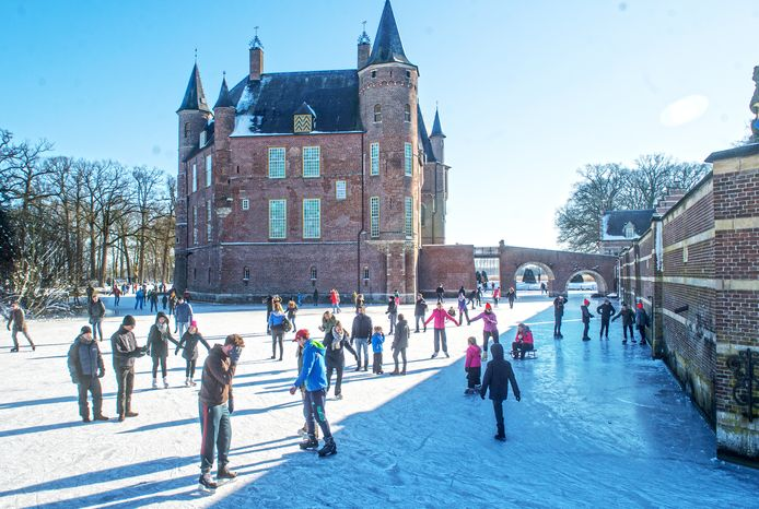 Schaatsplezier bij kasteel Heeswijk.