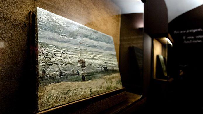 Het schilderij Zeegezicht bij Scheveningen van Vincent van Gogh wordt geëposeerd in het Museo di Capodimonte. Het schilderij dook vorig jaar na diefstal na veertien jaar weer op in Italië.
