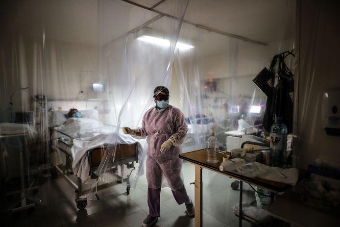 Drukte op de intensive care in een ziekenhuis in Buenos Aires