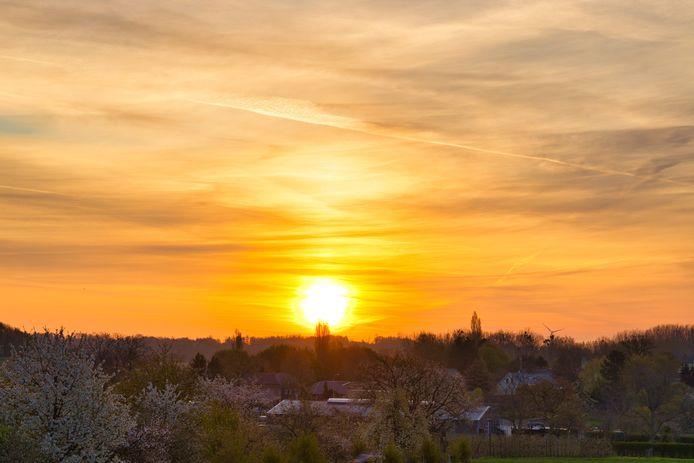 De zonsopgang in het Limburgse Overrepen (Tongeren).