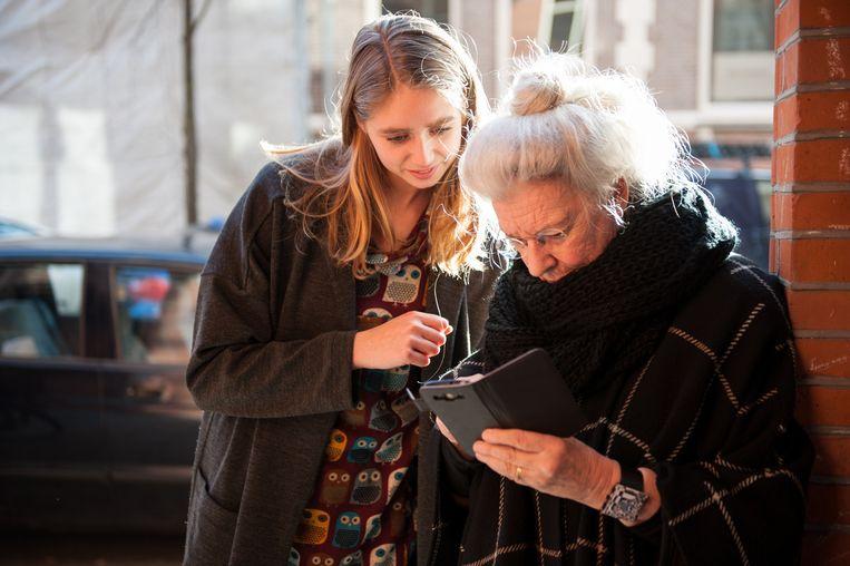 Er is een groep van 1 miljoen ouderen die digitaal niet vaardig zijn, zegt een woordvoerder van ouderenbond ANBO. Beeld Getty Images