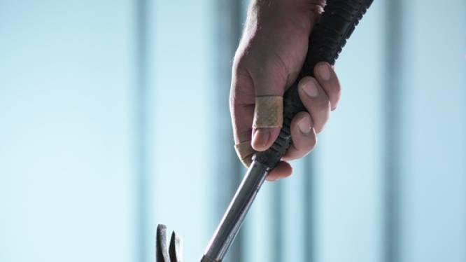 Duo valt woning binnen met hamer om schuld van 2.500 euro te innen