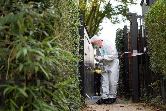 Onderzoek na de vondst van een lichaam in de Van Oldenbarneveltstraat in Arnhem.