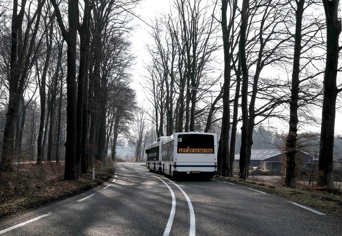De bus met aanhanger die door de Achterhoek reed. Archieffoto.