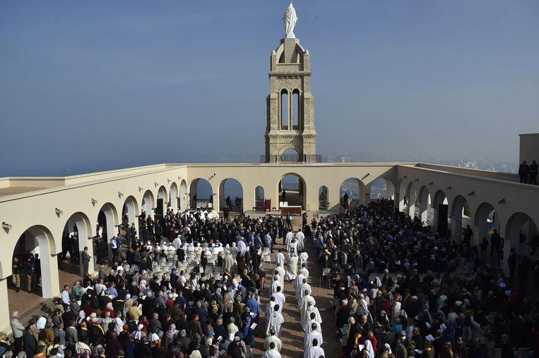 De ceremonie vond plaats op de esplanade van het heiligdom van Onze Lieve Vrouw van het Heilig Kruis in Oran.