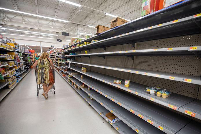 In Florida hamsteren mensen voedsel, met lege schappen in de supermarkten tot gevolg.
