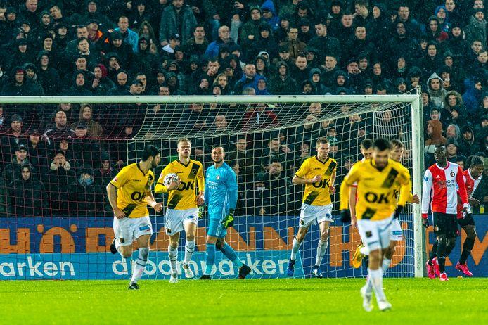 Van Hecke scoorde in de Kuip, maar verder was het een avond om snel te vergeten.